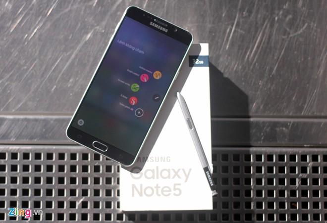 Galaxy Note 5 sắp lên kệ tại Việt Nam với giá từ 17,99 triệu đồng.
