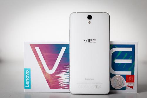 Vibe S1 với thiết kế trông thời trang, tròn trịa không vuông vức và thô như một số model Lenovo khác.