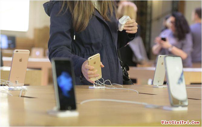 iPhone 8 sẽ là phiên bản đặc biệt kỷ niệm 10 năm ra mắt iPhone. ẢNH: AFP