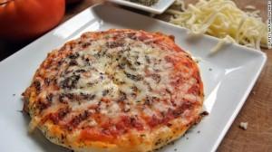 Món pizza nhiều lớp được máy thực hiện dễ dàng