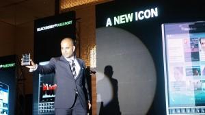BlackBerry Passport trong buổi giới thiệu tại Việt Nam. Ảnh: LQ