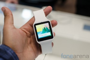 Sony Smartwatch 3 chạy nền tảng Android Wear. Ảnh: FoneArena