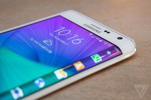 Note Edge sẽ là sự khởi đầu mới dành cho Samsung sau gần một năm tài chính không thành công. Ảnh: TheVerge