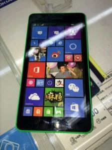 lumia-535-voi-logo-microsoft-xuat-hien-tai-trung-quoc (1)