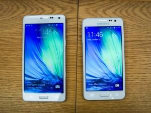 Galaxy A5 (bên trái) và A3 (bên phải)
