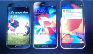 Galaxy S6 (ngoài cùng bên phải) đặt cạnh Galaxy S5 (giữa) và Galaxy S4