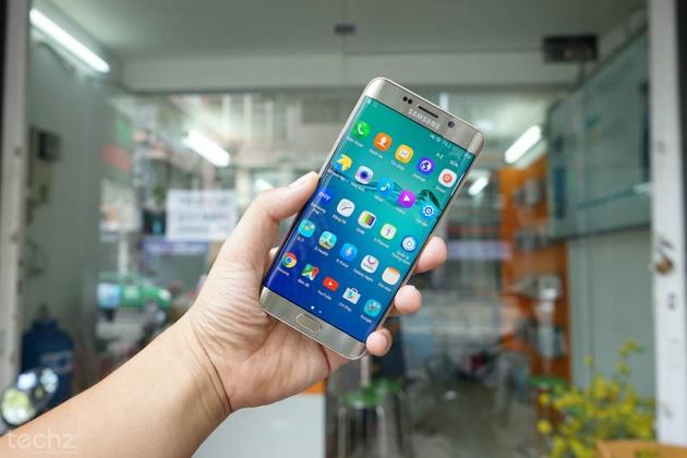 Giá bán xách tay Galaxy S6 edge+ tại thị trường Việt Nam lúc sản phẩm vừa mới ra mắt là 22 triệu đồng. Hiện chỉ dao động ở khoảng 17,5 triệu đồng.