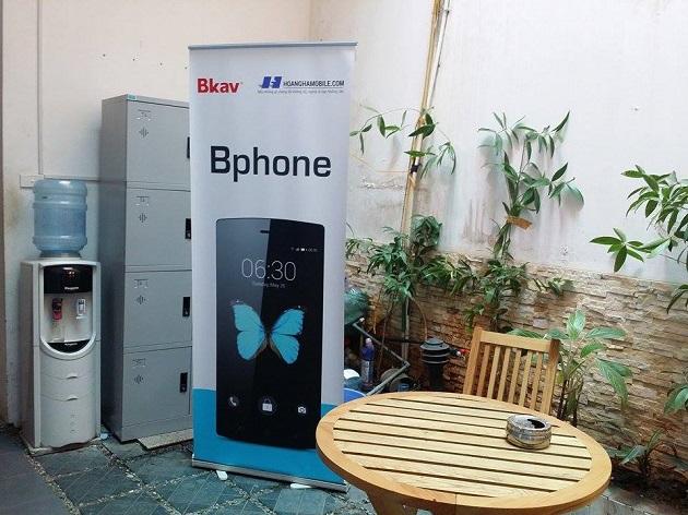 Trên Banner quảng cáo BPhone xuất hiện logo của một đơn vị bán lẻ
