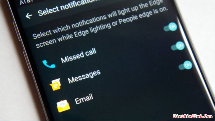 Bạn có thể thiết lập thông báo cuộc gọi nhỡ, tin nhắn và email của bạn bè có trong People edge
