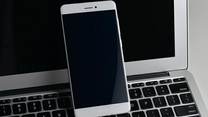 Vivo X6 với viền màn hình siêu mỏng. Ảnh: GSMArena