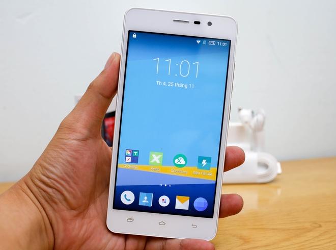 Màn hình của máy có kích thước 5,5 inch với độ phân giải HD. Máy chạy Android 5.1 và có giao diện riêng của hãng được thiết kế khá đơn giản.