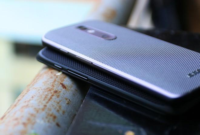 Hiện chưa rõ Motorola có ý định bán Droid Turbo 2 tại Việt Nam dưới dạng chính ngạch hay không. Hãng đang phân phối tại Việt Nam 4 model gồm X Style, X Play, Moto G và Moto E.