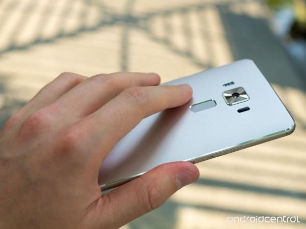 Giá bán dành cho ZenFone 3 Deluxe rơi vào khoảng 11 triệu đồng