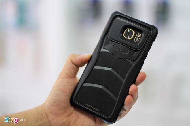 """Samsung Galaxy S7 edge Injustice phiên bản người dơi khi được gắn """"giáp""""."""