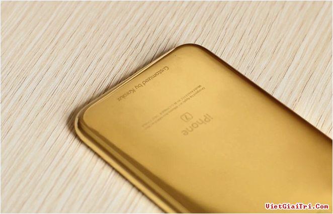 Đơn vị chế tác đem bản mẫu iPhone 7 mạ vàng về nước để phục vụ việc chào hàng các đối tác của họ.