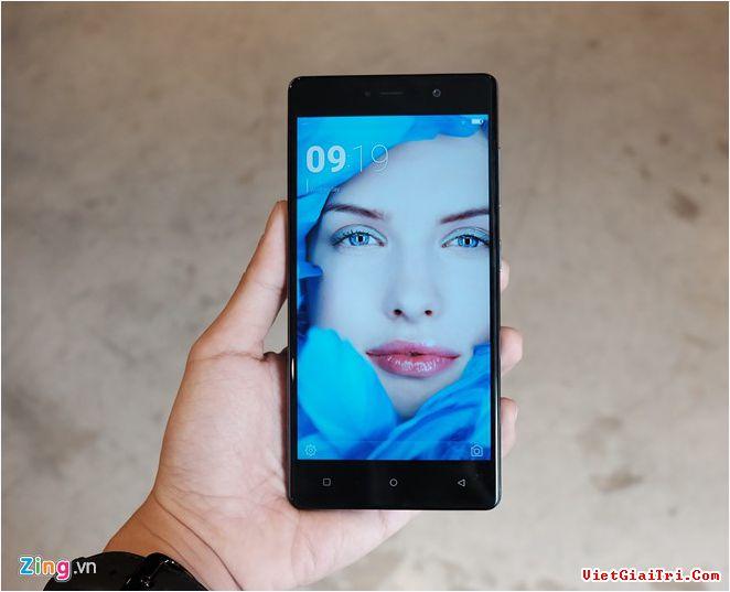 Phiên bản cao cấp hơn được giới thiệu là Gionee S6S, máy có màn hình 5,5 inch IPS FullHD, thiết kế nguyên khối bằng kim loại.