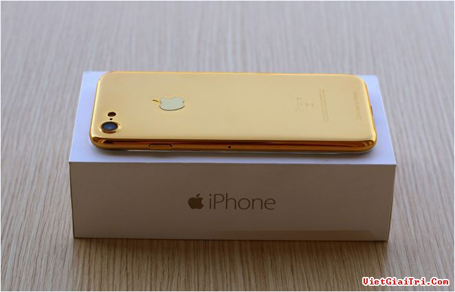 iPhone 7 chưa ra mắt nhưng bản mẫu của nó đã xuất hiện khá nhiều tại Trung Quốc. Khá nhiều các hãng sản xuất phụ kiện, một số trang tin tức đã đặt mua bản mẫu này về, trong đó có một đơn vị chế tác tại Việt Nam.