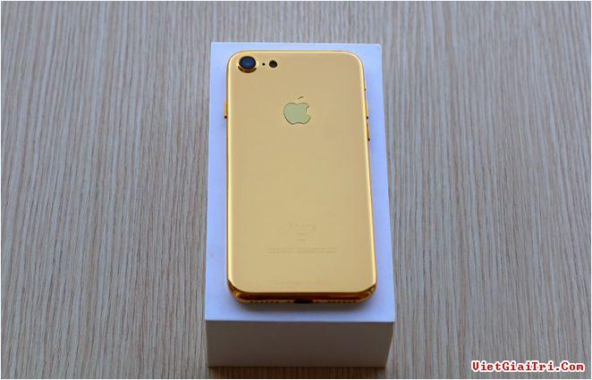 Karalux từ chối tiết lộ thông tin về giá mua bản mẫu những chiếc iPhone 7. Tuy nhiên, họ khẳng định đây là bản mẫu thiết kế cuối cùng của máy. Smartphone mới của Apple có thể ra mắt vào tuần đầu hoặc giữa tháng 9.