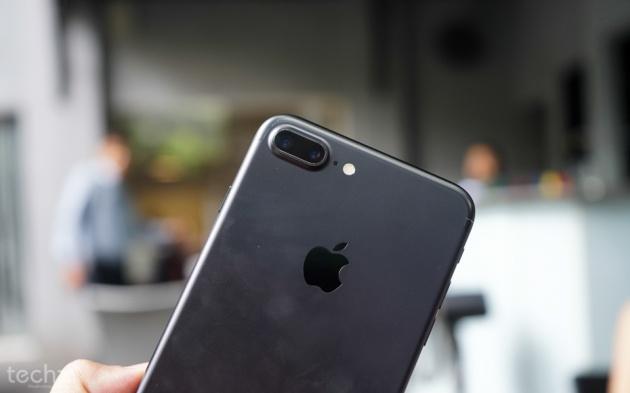 iPhone 7 Plus tăng giá chóng mặt