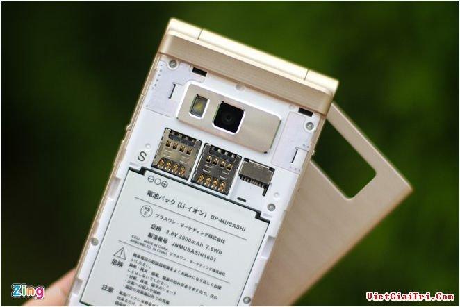 Musashi được trang bị 2 SIM, khe cắm thẻ nhớ ngoài, pin 2.000 mAh có thể tháo rời.