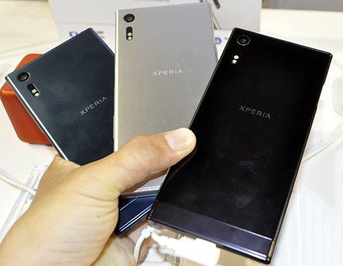 Ngoài màu đen và bạc truyền thống, Xperia XZ đã có thêm màu xanh hoàn toàn mới.
