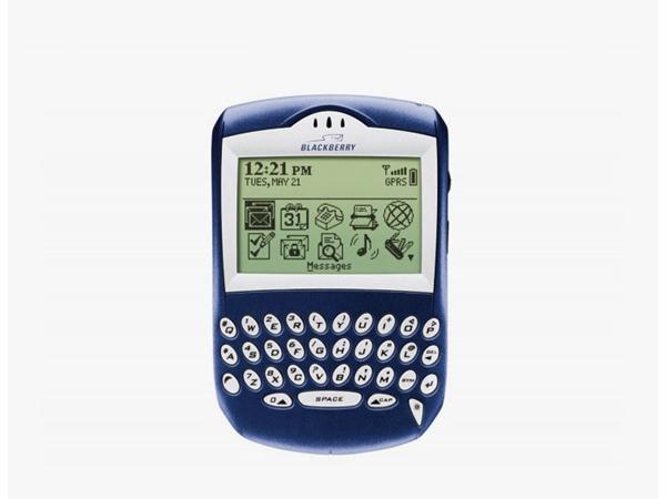 BlackBerry đã có một sản phẩm mang tính đột phá trên thị trường vào năm 2003. Quark là mẫu thiết bị đầu tiên của RIM với khả năng soạn email, lướt web, nhắn tin BBM trong một chiếc điện thoại.