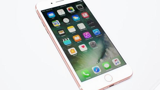Thiết kế iPhone 7 không mấy khác biệt so với các model trước. Ảnh: Cnet.