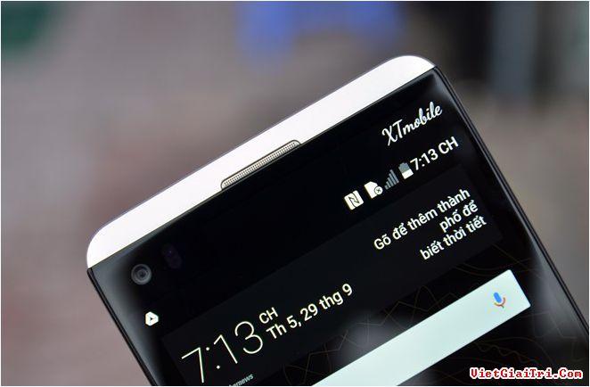 Màn hình phụ của V20 luôn bật, có kích thước 2,1 inch và độ phân giải 160 x 1.040 pixel. Màn hình này để hiện dòng chữ tuỳ ý cùng các ứng dụng thường dùng, hiển thị thông báo hoặc nhận cuộc gọi đến khi đang chạy ứng dụng.