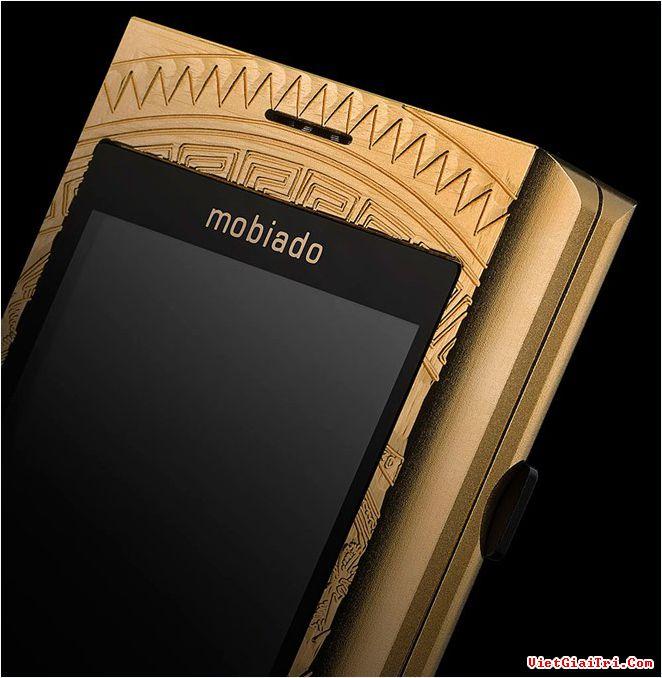Mobiado Professional 3 GCB Dong Son Antique chỉ được sản xuất 100 chiếc trên toàn thế giới, đánh số thứ tự riêng từng chiếc. Giá bán tại thị trường Việt Nam là 150 triệu đồng.