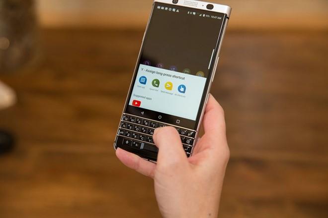 KeyOne là một trong ba smartphone BlackBerry ra mắt trong năm nay. Ảnh: CNET.