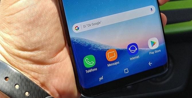 Mới đây nhất là bộ ảnh thực tế cực kỳ rõ nét của Galaxy S8+ đang hoạt động do một người đàn ông Mexico đăng tải, được chụp trong một chiếc xe hơi.
