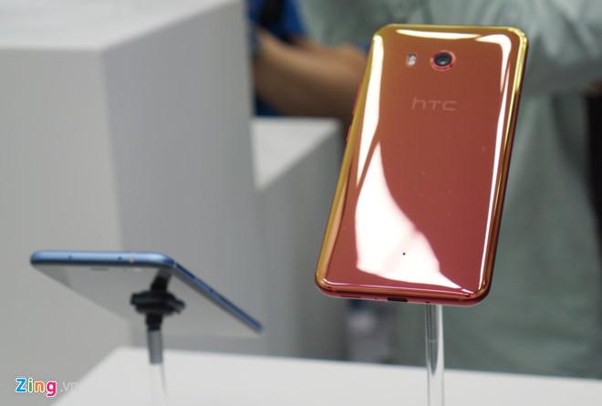 Ảnh thực tế smartphone HTC U11.