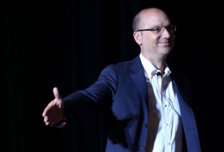 Andy Rubin - cha đẻ của Android - là người khởi sướng dự án sản xuất chiếc di động Android mang tính hình mẫu này.