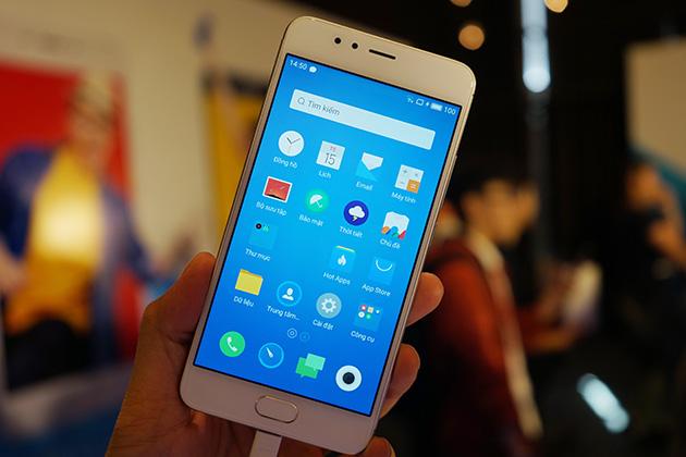 M5s có ngoại hình tựa tựa chiếc iPhone 5s của Apple.