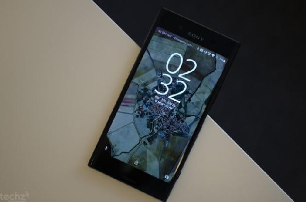 Xperia XZ Premium dù mới ra mắt nhưng lại có viền màn hình khá dày.
