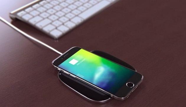 Năm nay iPhone 8 cũng được trang bị sạc không dây, tính năng này cũng không thể thiếu trên Galaxy Note 8.