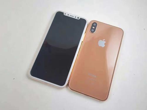 """Mô hình chiếc iPhone này được nhà cung cấp phụ kiện tại TP.HCM khẳng định """"như đinh đóng cột"""" là đúng với tỷ lệ của iPhone 8 sắp ra mắt."""